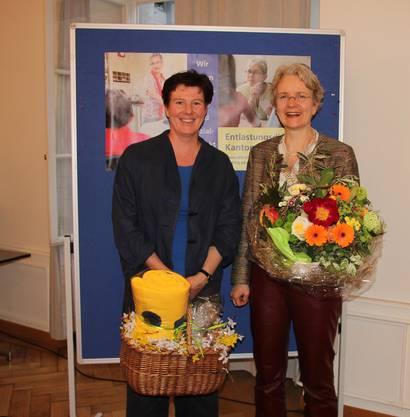 Arber Denise (li.) übergibt das Präsidium an Cornelia Willi