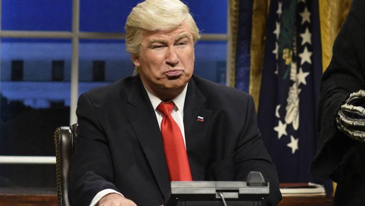 Alec Baldwin geht in seiner Rolle als Donald Trump auf: Im Herbst will der Schauspieler unter dem Namen des US-Präsidenten gar ein Buch herausgeben. (Archivbild)