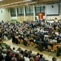 So viele Stimmberechtigte wie hier im Oktober 2010 kommen auch in Möhlin nur selten an die Gemeindeversammlung; traktandiert war damals die Gesamtrevision der Nutzungsplanung. (Archivbild)
