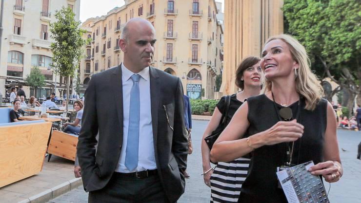 Gesundheitsminister Alain Berset 2018 zu Besuch in Beirut mit Schweizer Botschafterin Monika Schmutz. (Archivbild)