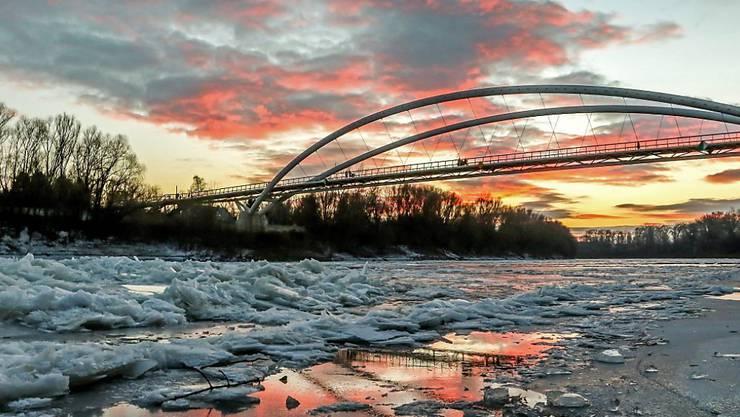 Eisschollen im Fluss Tisza bei Szolnok, rund 100 Kilometer südöstlich von Budapest (Archiv)