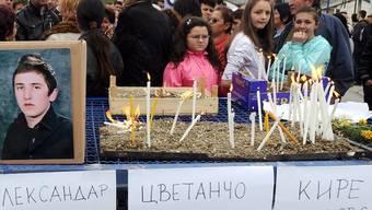 Menschen in Skopje trauern um die ermordeten Männer