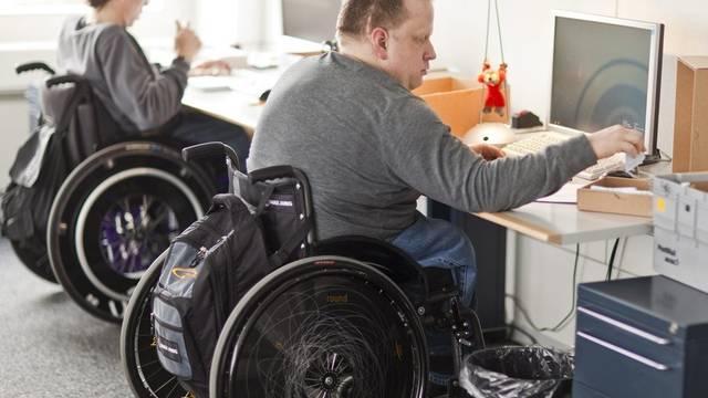 IV-Rentner sollen vermehrt wieder in die Arbeitswelt integriert werden (Symbolbild)