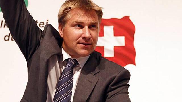 SVP-Präsident Toni Brunner hat seine Delegierten im Griff: Niemand stimmte dagegen