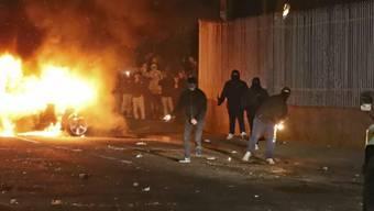 Unruhen im nordirischen Londonderry in der Nacht auf Freitag.