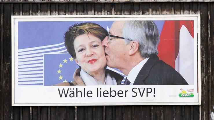 Junckers Auftritt in der Schweiz sorgte für Aufsehen: Die SVP nutzte das Foto für eine Plakatkampagne.