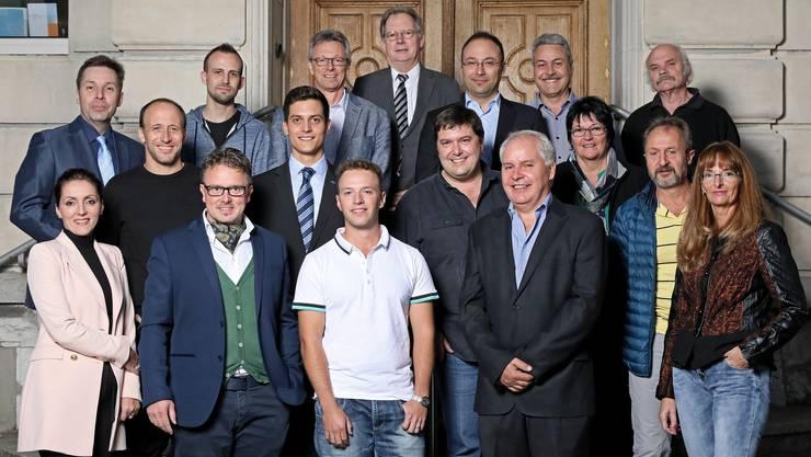 Der Derendinger Gemeinderat, vorne (von links): Kosovare Rrustemi (SP), Roger Siegenthaler (FDP), Florian Broghammer (Ersatz FDP), Robert Baranyai (Ersatz FDP), Jacqueline Santangeli (Ersatz CVP). Mittlere Reihe (von links): Patrick Reinhart (SP), Ricardo Sturzo (FDP), Roger Spichiger (SP, Vizegemeindepräsident), Elisabeth Berger (Ersatz FDP), Markus Zwygart (CVP). Hintere Reihe (von links): Daniel Adam (FDP), Christian Müller (Ersatz SP), Urban Cueni (CVP), Kuno Tschumi (FDP, Gemeindepräsident), Michael Käsermann (FDP), Markus Baumann (SP) und Hansruedi Meyer (Ersatz SP).