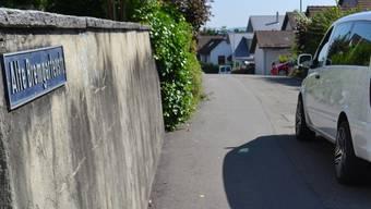 Verkehrsberuhigung mit Bundsteinmarkierungen, zwei Verengungen und kleinen Rampen sind auf der Alten Bremgarterstrasse geplant. sl