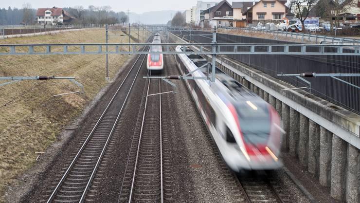 Der ganztägige Halbstundentakt auf der Heitersberg-Linie zwischen Zürich und Aarau soll spätestens 2024 realisiert werden. (Archivbild)