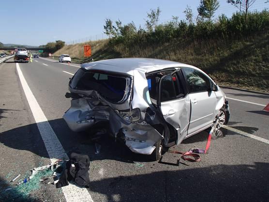 Der beschädigte VW nach der heftigen Auffahrkollision.