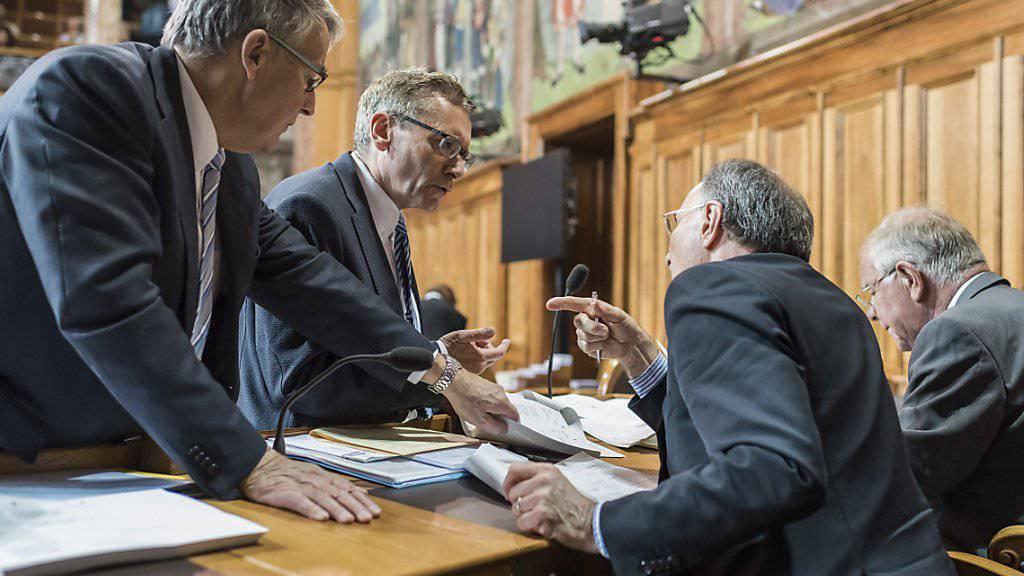 Nach drei Tagen ist die Debatte über die Reform der Altersvorsorge im Ständerat zu Ende. Kommissionssprecher Urs Schwaller (links) erläuterte seinen Ratskolleginnen und Ratskollegen während Stunden die komplexe Vorlage.