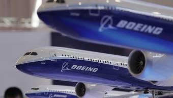 Die Flugzeugbauer Boeing und Embraer rechnen nach postiven Signalen der brasilianischen Regierung mit einem Zusammenschluss noch im laufenden Jahr. (Archivbild)