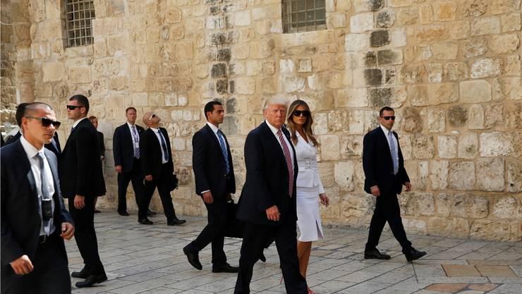 Donald Trump und seine Frau Melania, umringt von Bodyguards an der Klagemauer: Noch kein US-Präsident vor ihm machte hier Halt. Ronen Zvulun/Reuters Pool via AP/KEY