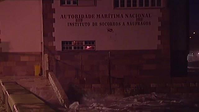 "AP : Sturm ""Leslie"" fegt über Portugal"