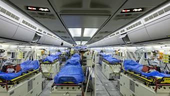 Der MedEvac-Airbus der deutschen Luftwaffe von innen: Er bietet sechs Intensivpflegebetten und 44 weitere Liegeplätze.