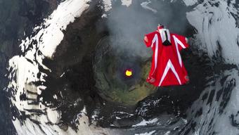 Nicht so einfach: Über dem brodelnden Krater gibt es Rauch und Turbulenzen.