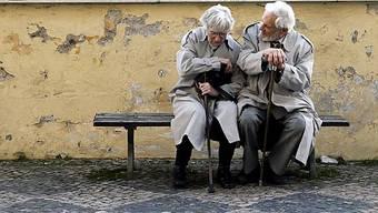 Paare im Rentenalter sind zufriedener als jüngere (Symbolbild)