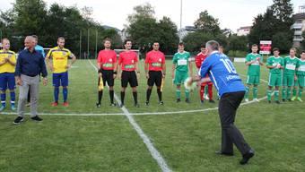 Weltneuheit inklusive: Regierungsrat Alex Hürzeler eröffnet die 2. Liga-Saison feierlich.