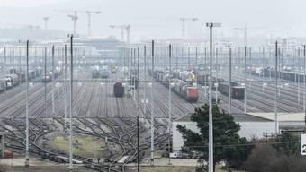 Gefordert wird, darüber abzustimmen, wie die frei werdenden 65 Prozent des Rangierbahnhofs genutzt werden sollen.