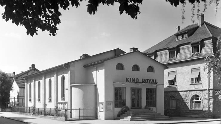 Das älteste Kino im Aargau baute 1912 der Badener Architekt Arthur Betschon als Kino Radium, ab 1935 hiess es Royal. Rechts die Villa Schnebli.