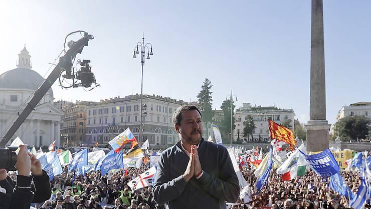 """""""Nur geschlossen können wir siegen"""": Der italienische Innenminister Matteo Salvini am Samstag an einer Pro-Regierungsdemonstration in Rom."""