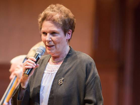 Theres-Ursula Beiner führte galant durch den musikalischen Nachmittag