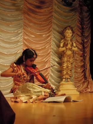 Sogar Geige spielte eines der Mädchen