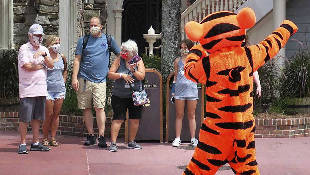 Von Entlassungen bei Walt Disney sind vor allem Angestellte in den Freizeitparks betroffen. (Archivbild)
