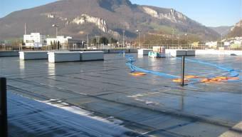 Das Dach der Multifunktionshalle wird vorerst begrünt.