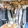 Das Ehepaar Stöcklin (links) und das Ehepaar Bürgler, das den Laden retten will.