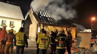 Im Einsatz: Feuerwehr Wölflinswil-Oberhof bei einem Grossbrand 2010.