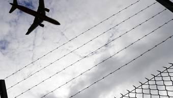 Fluggesellschaften werden wegen möglicher Verletzung der Passagierrechte untersucht (Symbolbild)