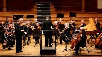Das Solothurner Kammerorchester mit Gastviolonist Matthias Steiner überzeugte unter der Leitung von Urs Joseph Flury.hanspeter bärtschi