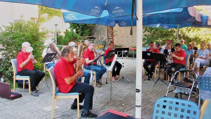 Die BMO Blasmusik Olten beim «OpenAir» im Sankt Martin Olten.