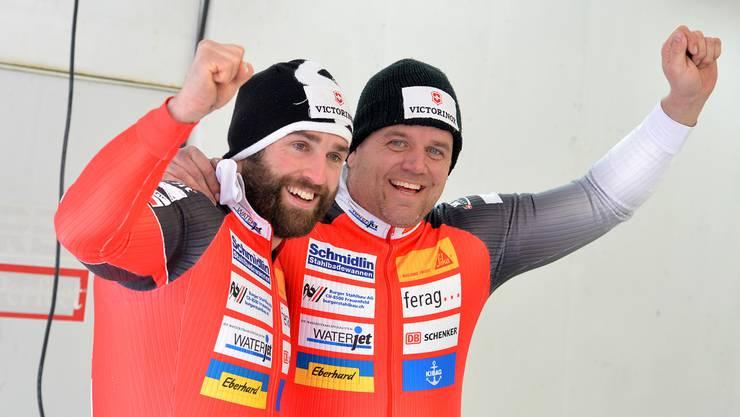 Die Bobfahrer Beat Hefti und Alex Baumann erhalten nachträglich die olympische Goldmedaille.