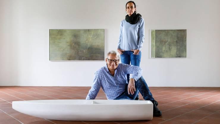 Werke von Karin Stauffer (an der Wand) und Norbert Eggenschwiler.