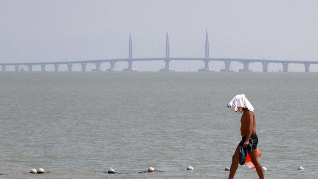 Die Hongkong-Zhuhai-Macau-Brücke ist am Dienstag offiziell eingeweiht worden.