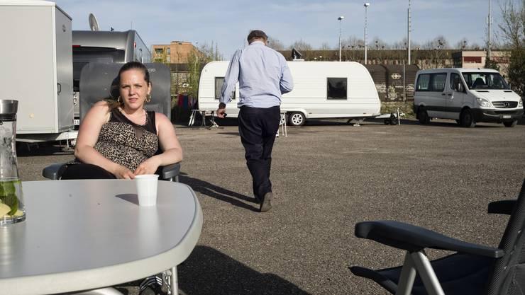 Die neusten Hafenbewohner: Jenische haben ihre Wohnwagen beim ehemaligen Esso-Areal aufgestellt.