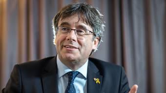 «Wir Politiker im Exil geben denen eine Stimme, die keine haben», sagt Carles Puigdemont in Zürich. Die gelbe Schleife an seinem Revers erinnert an politische Gefangene.