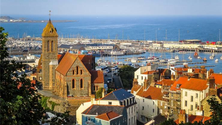 Die kleine Hauptstadt St. Peter Port hat viel maritimen Charme.