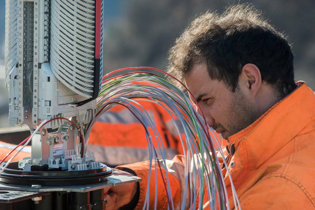 Die St.Galler sind gegenüber Glasfaser skeptisch. © KEYSTONE/Ti-Press/Carlo Reguzzi