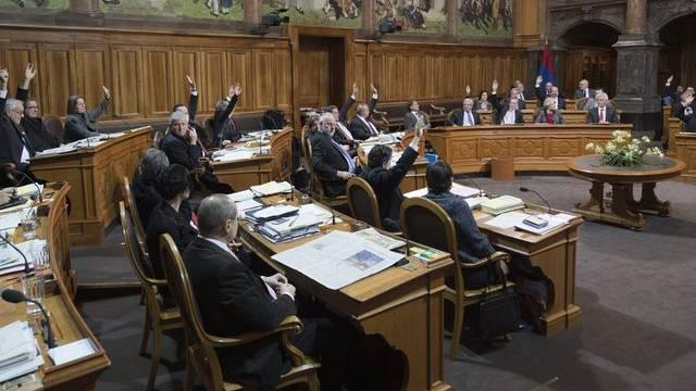 Der Ständerat bei der Abstimmung per Handaufheben.