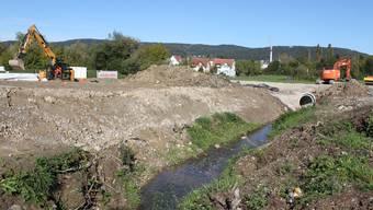 Das Dietiker Niderfeld ist die letzte grosse Baulandreserve im Limmattal. Die Stadt braucht für die Planung des künftigen Quartiers einen Zusatzkredit. Unter anderem weil Mehrkosten entstanden aufgrund von Abstimmungen mit dem Wasserbauprojekt Teischlibach.