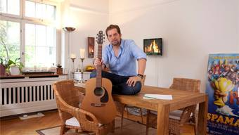 Beim Einrichten ist Eric Hättenschwiler Perfektionist: «Wo ich die Möbel kaufe, spielt keine Rolle – Hauptsache sie passen ins Gesamtkonzept.» johanna bossart