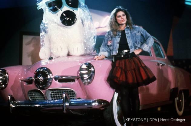 Bekannt wurde sie als Moderatorin der Musik-Charts-Show «Formel Eins» Mitte der 80er-Jahre. Zur Sendung gehörte er pinkfarbene Thunderbird. 1987 erhielt die damals 24-Jährige die Goldene Kamera für ihre Moderation dieser Musikshow. (Bild vom 25.03.1988)