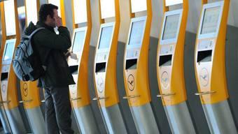 Check-in am Flughafen in Frankfurt (Archiv)