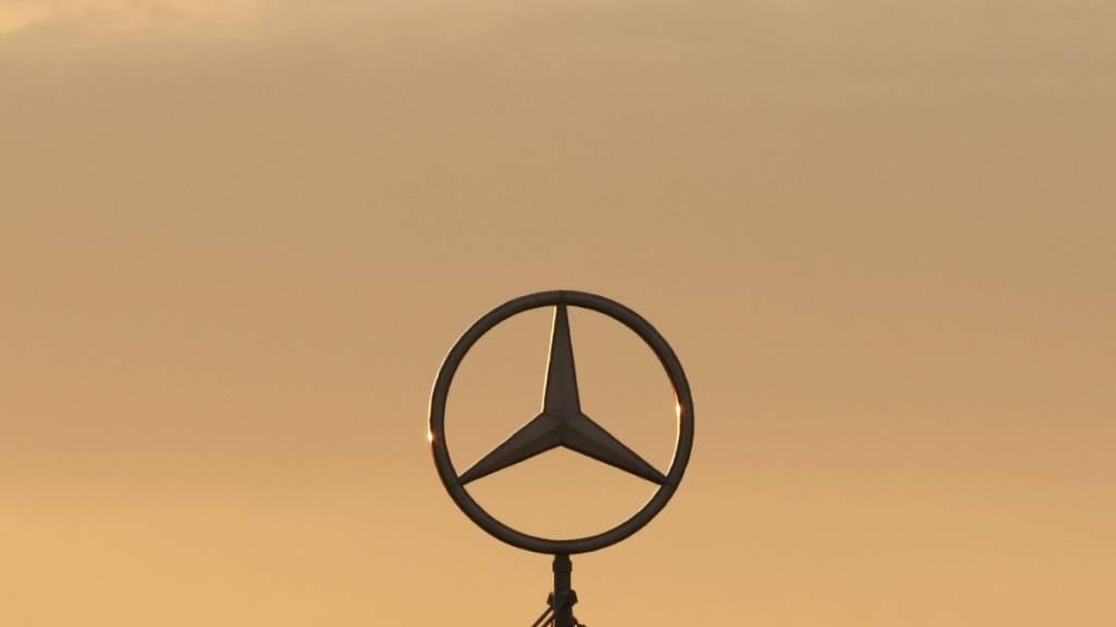 Der deutsche Autobauer Mercedes-Benz muss über eine Viertelmillion Autos aus dem Verkehr ziehen, weil es möglicherweise Fehler bei der Verbindung von Gasleitungen gibt. (Symbolbild)
