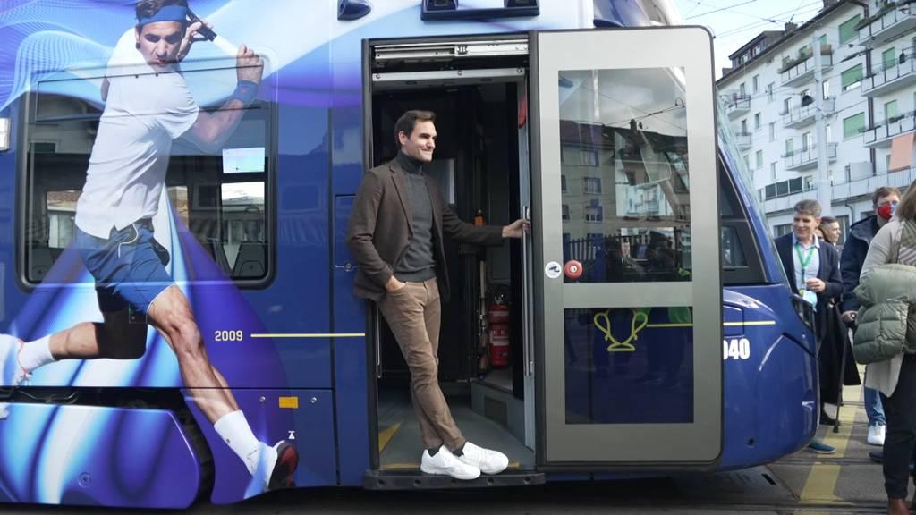 Roger Federer weiht in Basel eigenes Tram ein
