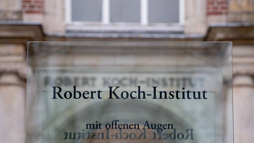 Der Eingang zum Robert Koch-Institut (RKI) in Berlin. Foto: David Hutzler/dpa