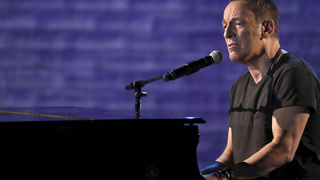 ARCHIV - Bruce Springsteen in der Radio City Music Hall in New York. Foto: Michael Zorn/Invision/AP/dpa